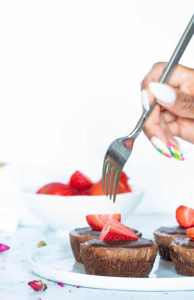No-Bake Vegan Superfood Chocolate (Cacao) Cheesecake Bites