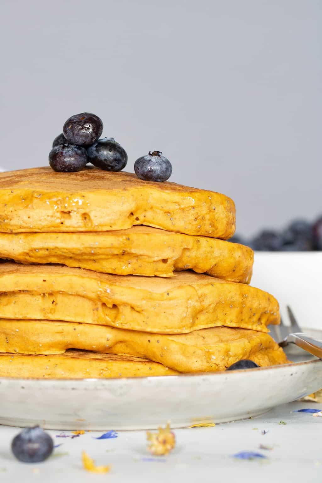 Easy Vegan Pumpkin Poppyseed Pancakes
