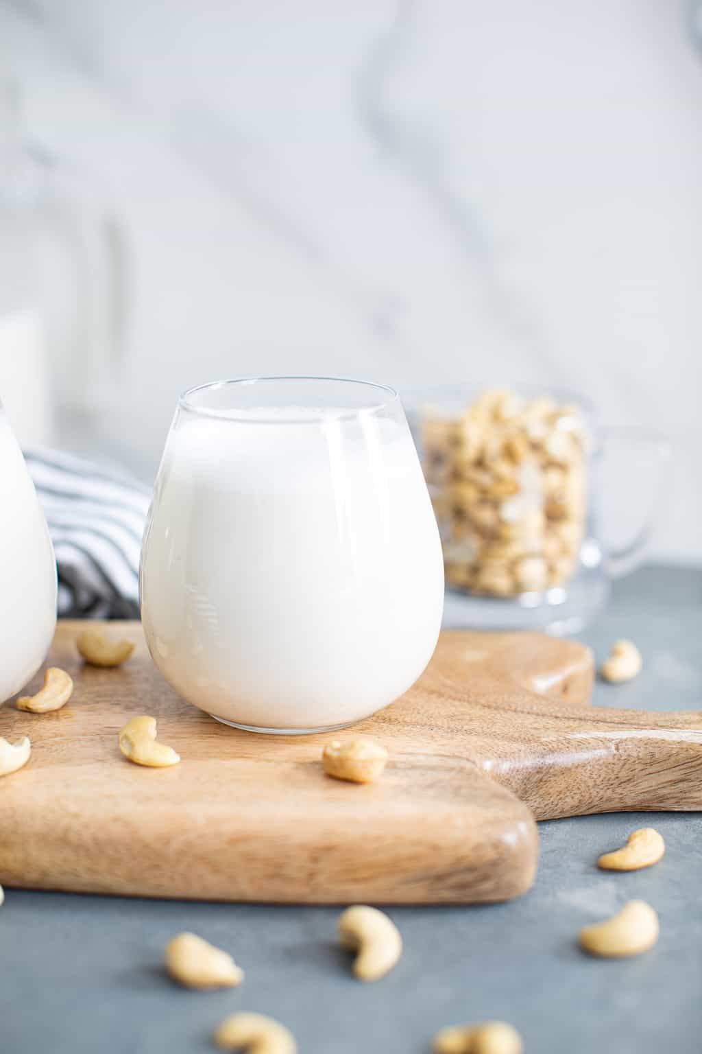 Easy Homemade Creamy Cashew Milk