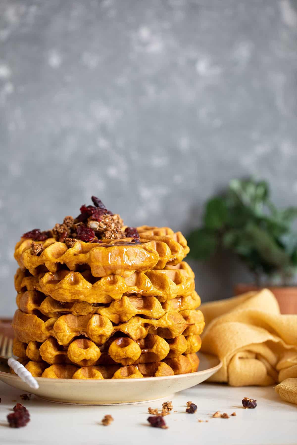 The Best Vegan Pumpkin Spice Waffles